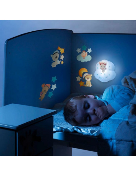 Luz quitamiedos Tap'on Sophie la girafe.  Niño durmiendo con la luz quitamiedos de color azul.