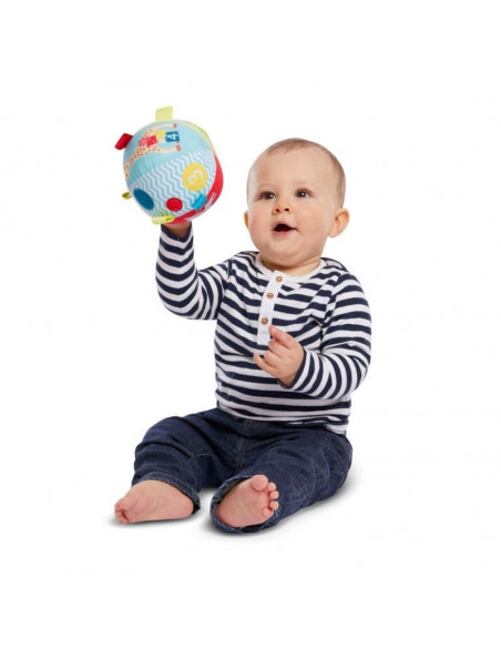 My first early-learning ball. Bebé levanta pelota blanda con una jirafa y con colores amarillo, azul y rojo