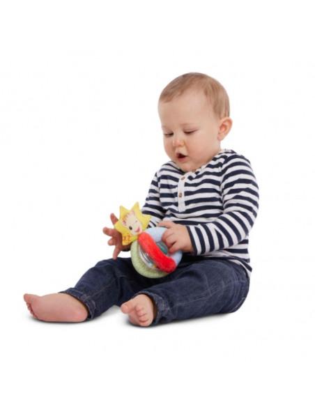 Sonajero bolitas. Bebé jugando sentado con el sonajero