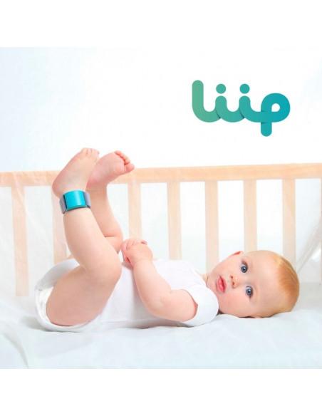LIIP SMART MONITOR. Bebé con su Liip en el tobillo.