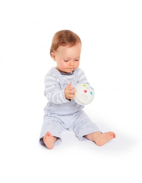 So'pure Senso'Ball Sophie la girafe. Bebé con la pelota blanca con la forma de Sophie