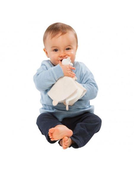 Duo Doudou 100% algodón biológico + anillo de dentición 100% hevea. Bebé mordiendo el Doudou y anillo de dentición.