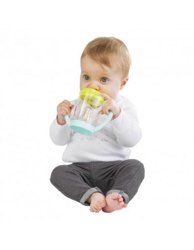 Taza antifugas Sophie. Bebé bebiendo de la taza.