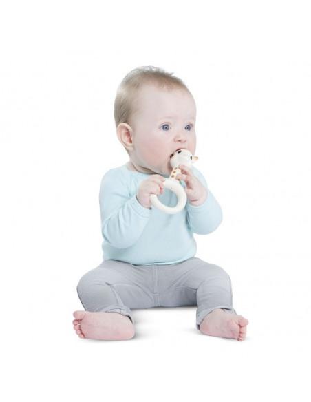 Anillo de dentición Sophie la girafe. Bebé mordiendo el anillo de dentición.