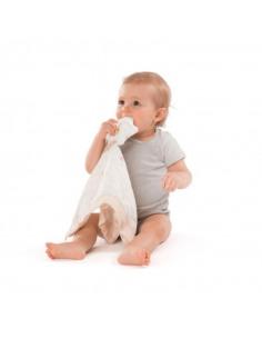 Doudou 100% algodón BIO Sophie la girafe. Bebé mordiendo el Doudou blanco.