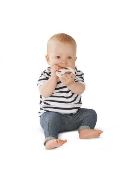 Anillo de dentición redondo SO'PURE 100% hevea natural. Bebé mordiendo el anillo.