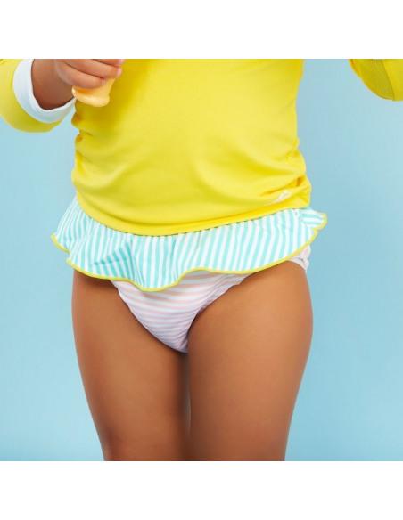 Bebé con el culetín anti UV con estampado de rayitas