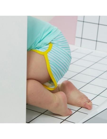 Bebé con el short de baño anti UV Rayitas