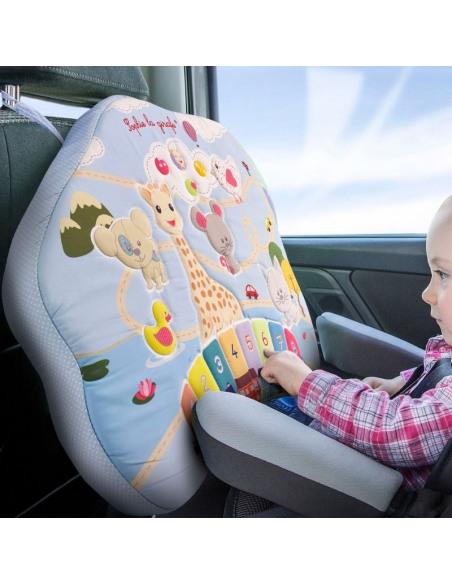 Bebé jugando con el tablero interactivo